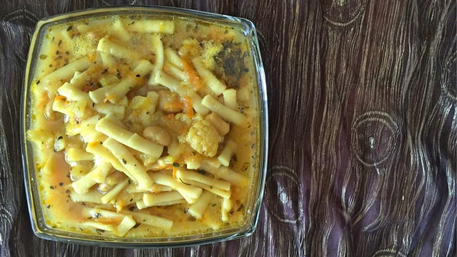 Ароматный овощной суп с лапшой