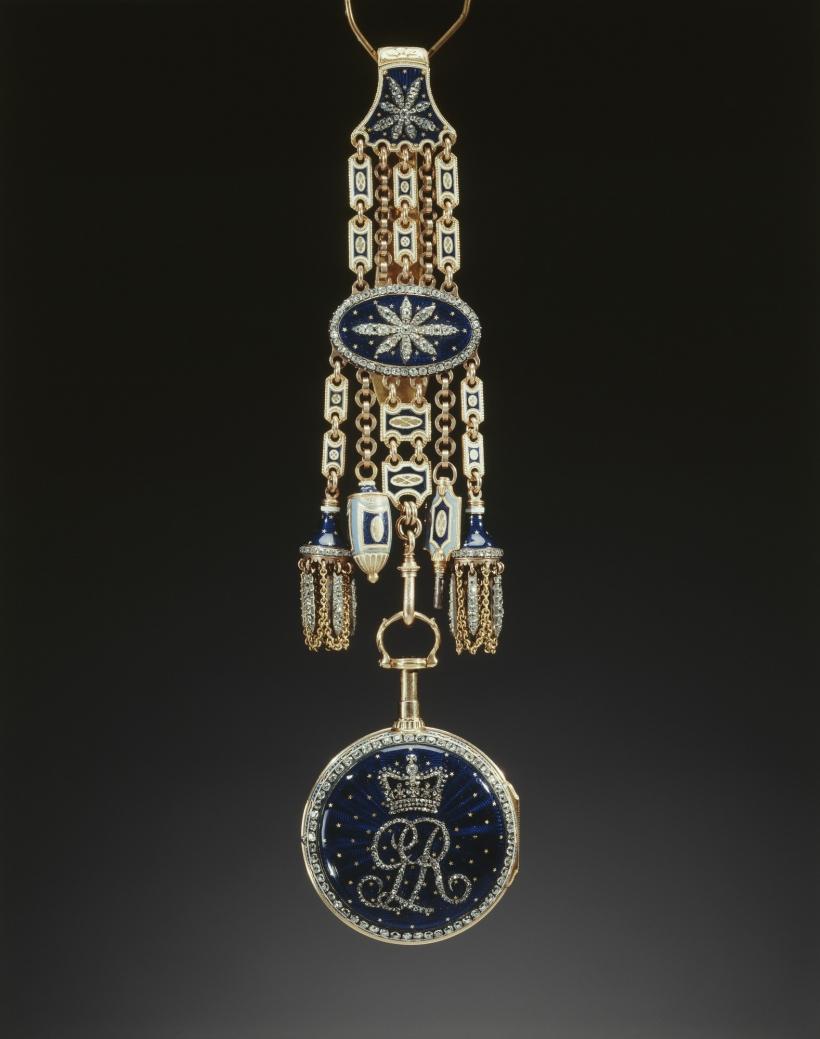 Royal Collection c.1785 Chatelaine включает в себя корпус часов украшен коронованный вензель Георга III с бриллиантами.