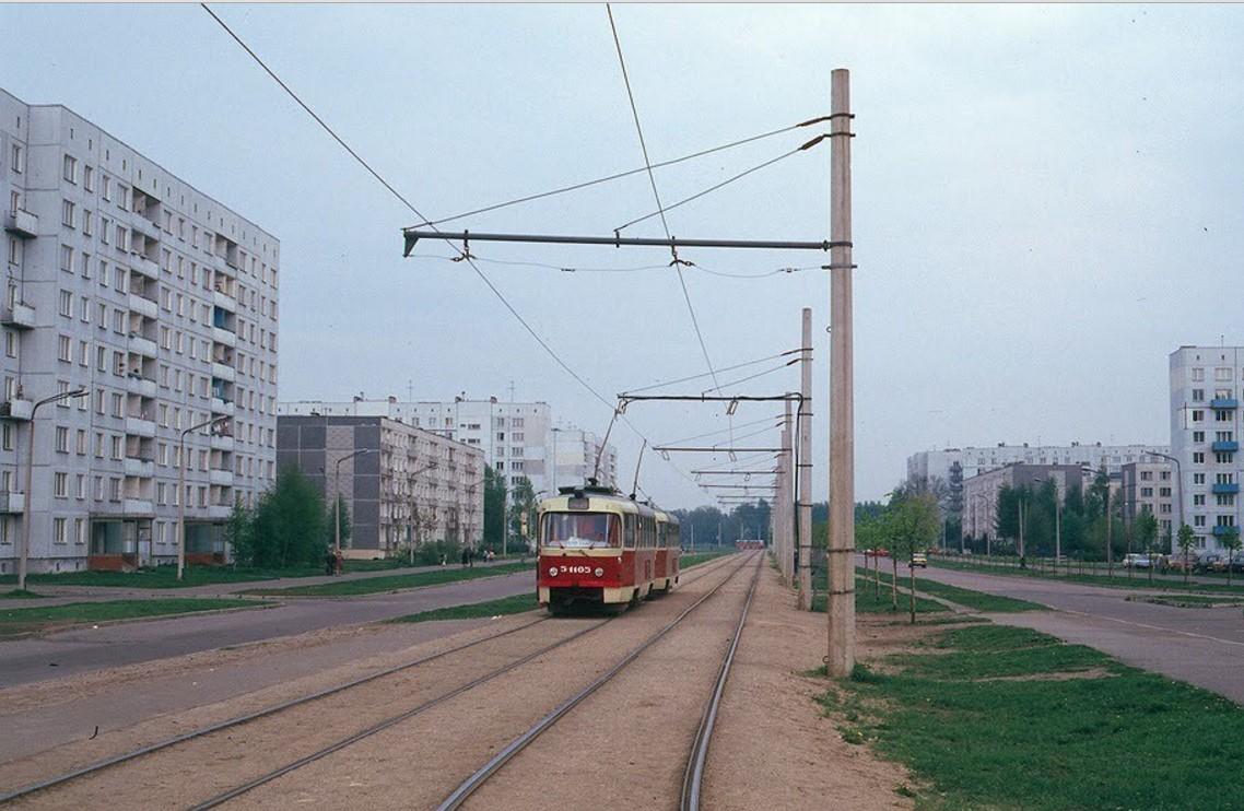 Улица Сергея Люлина. 4-й маршрут недалеко от конечной остановки