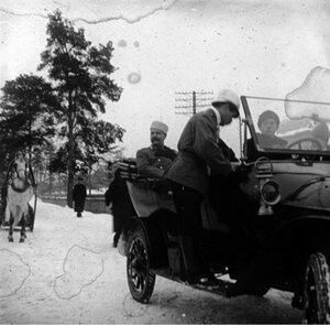 В автомобиле - московский градоначальник Владимир Фёдорович Джунковский