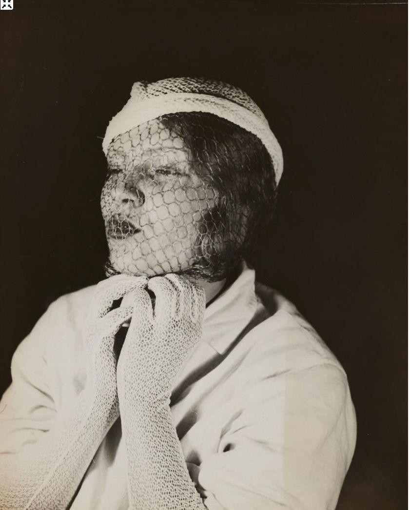 1931. Женщина с вуалью