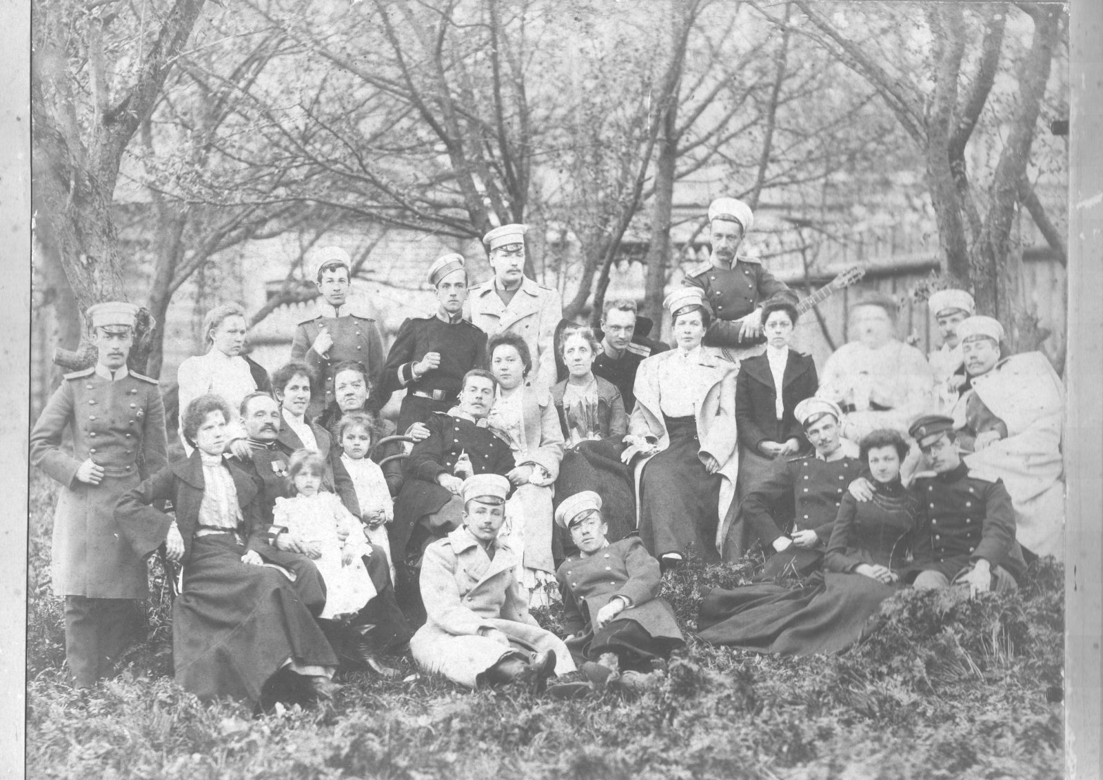86-го пехотный Вильманстрандский полк. Офицеры полка на свадьбе Е.А. Войша (сидит с сигаретой в руке пятый слева) и А.Д. Халютиной. 1903