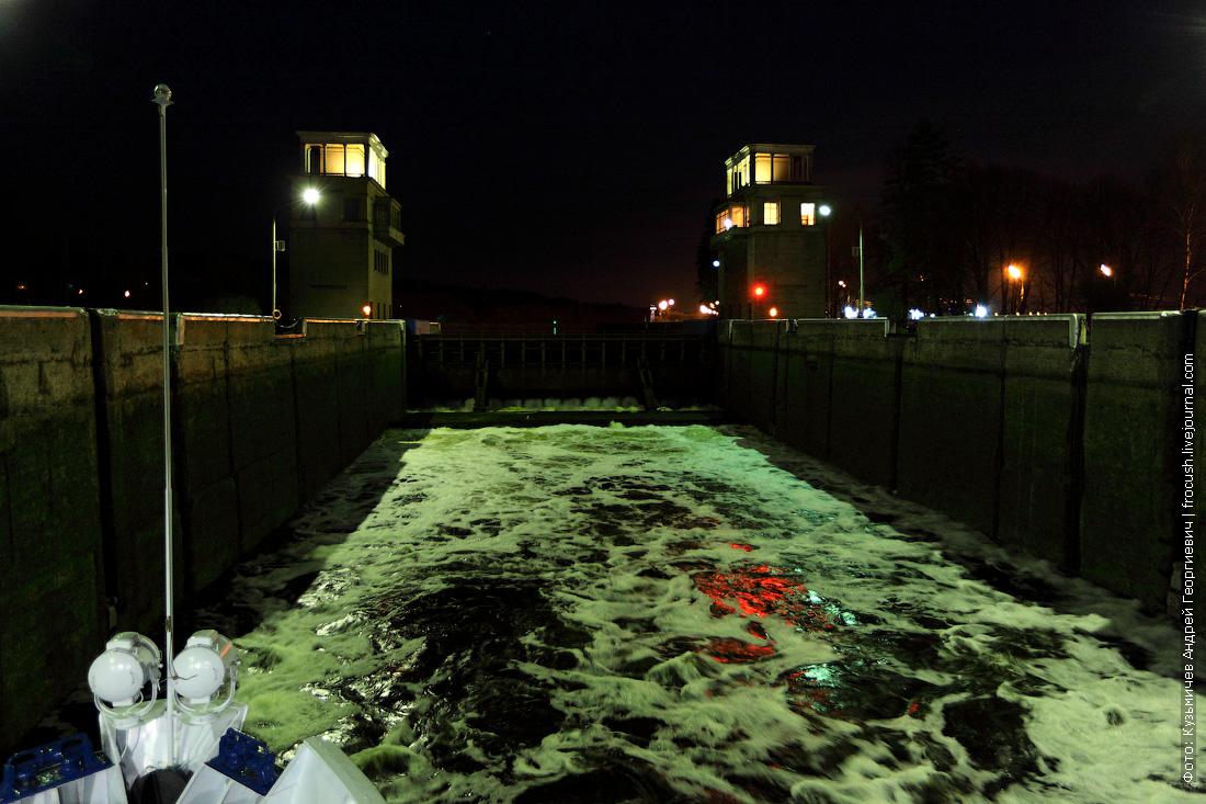 фото вода наполняет шлюзовую камеру