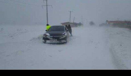 Автомобиль молдавского посла застрял в снегах Румынии
