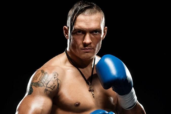 Украинский боксер Усик стал чемпионом мира, победив поляка Гловацки