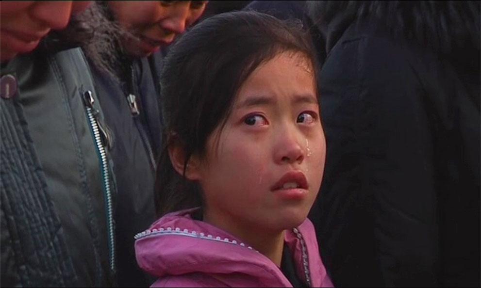 27. Плачущая девочка в день объявления о смерти лидера Северной Кореи. (Reuters/KCNA via Reuters TV)
