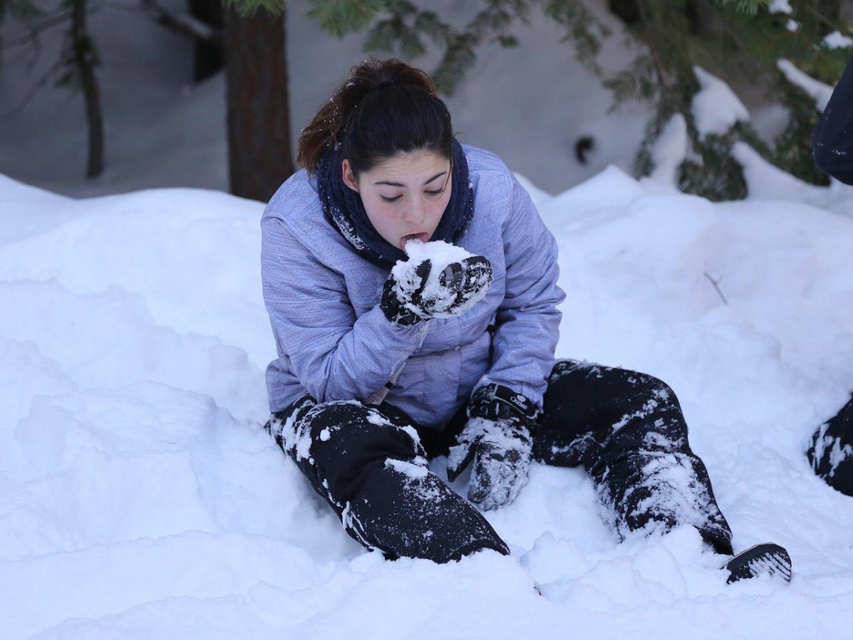 Есть снег, чтобы избежать обезвоживания, можно только в самых крайних случаях. Лавуа также отмечает,