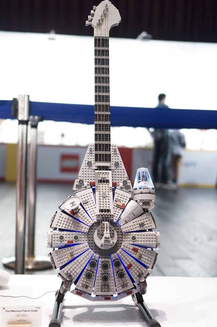 Вариант электрогитары из Lego для фанатов «Звездных войн».