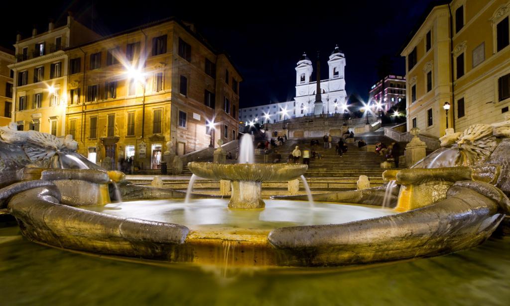 Второе место занял Рим. Самыми популярным объектом города стала знаменитая Испанская лестница. (