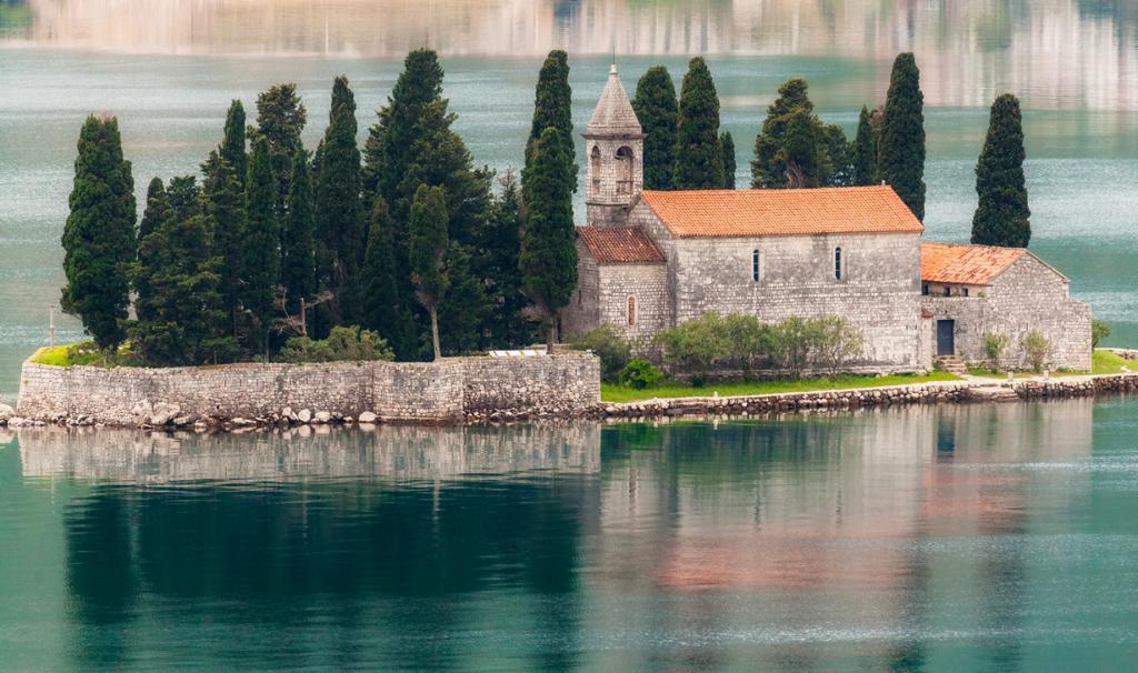 Diego Delso 7. Остров «Госпа од Шкрпела»,Черногория На острове расположенацерковь Божьей Матер