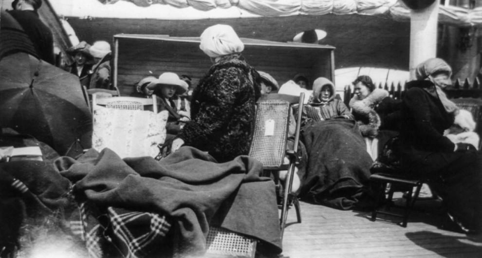 Люди ждут прибытия парохода «Карпатия» в Нью-Йорке, 18 апреля 1912 года.