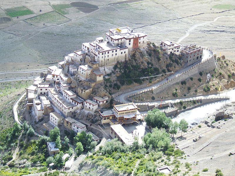 Ки Гомпа – самый большой тибетский буддийский храм (10 фото)