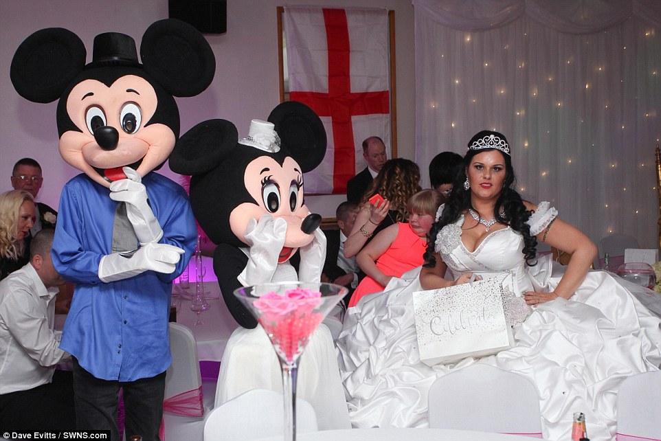 Какая диснеевская принцесса без Микки Мауса?
