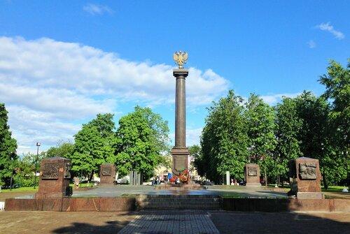 2_Луга_Памятник.JPG