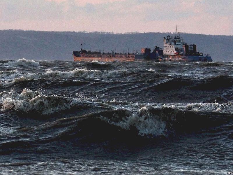 Паромное сообщение между Крымом иКубанью остановлено из-за сильного ветра