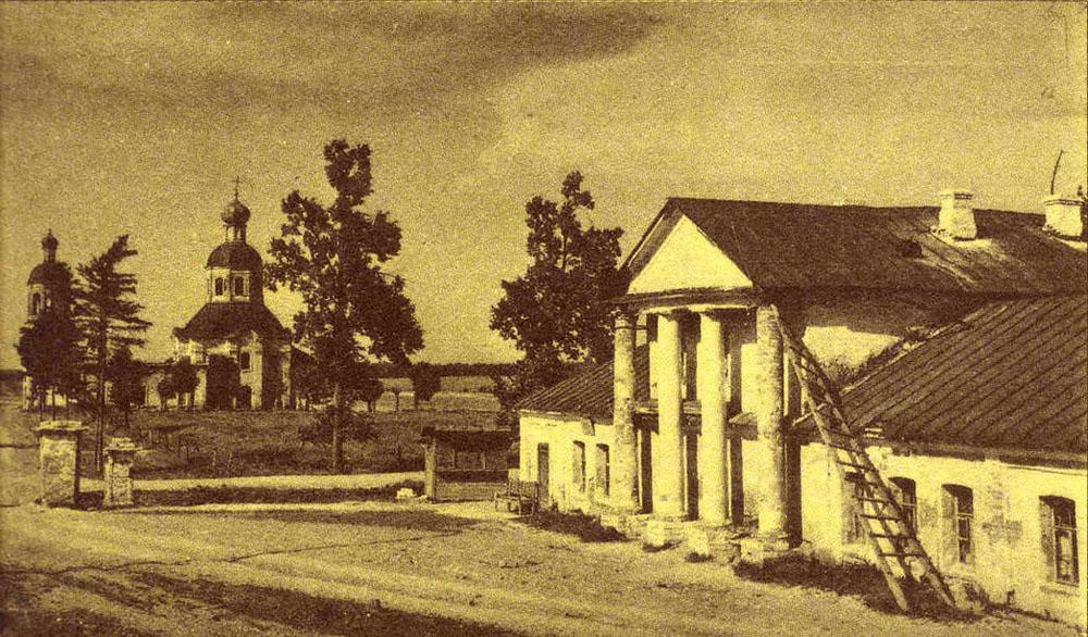 фотография из книги А.Н.Греча Венок усадьбам - восточный флигель усадьбы 1920-1930.jpg