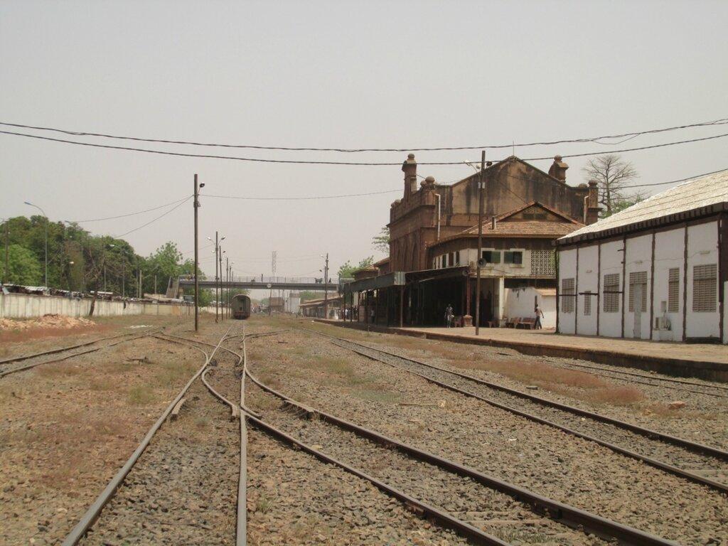 История с фотосъёмкой железнодорожного вокзала Бамако. Полиция, обращение к консулу и прочее