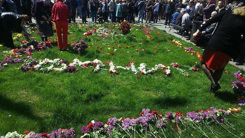 u_vhoda_na_kulikovo_pole_soorujayut_improvizirovanniy_memorial_foto_6963.jpg