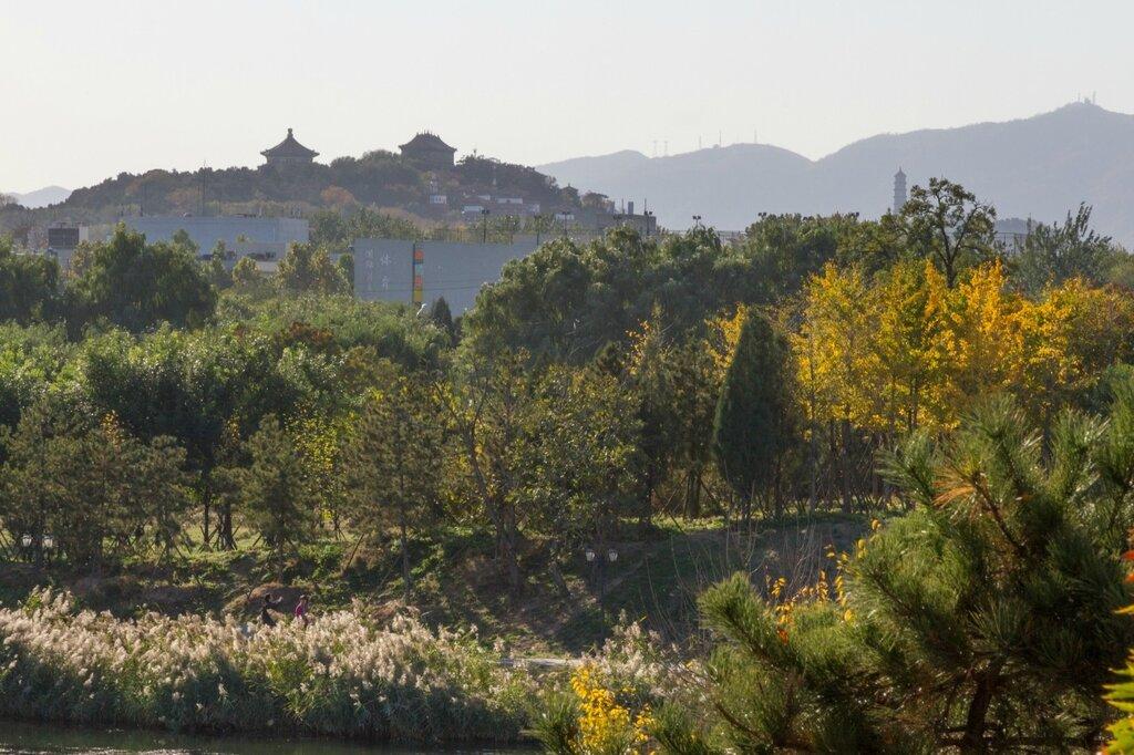 Постройки на горе Шоушань в парке Ихэюань и пагода Юйфэн на горе Юйцюаньшань