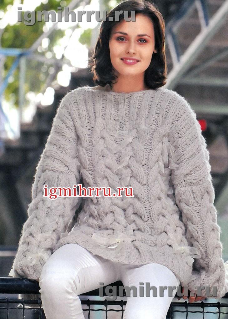 Светло-серый пуловер крупной вязки с «косами». Вязание спицами