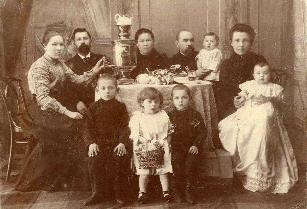 1900-е. Чаепитие в семье мещан