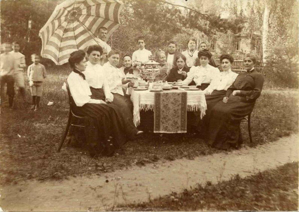 1910-е. Чаепитие на даче