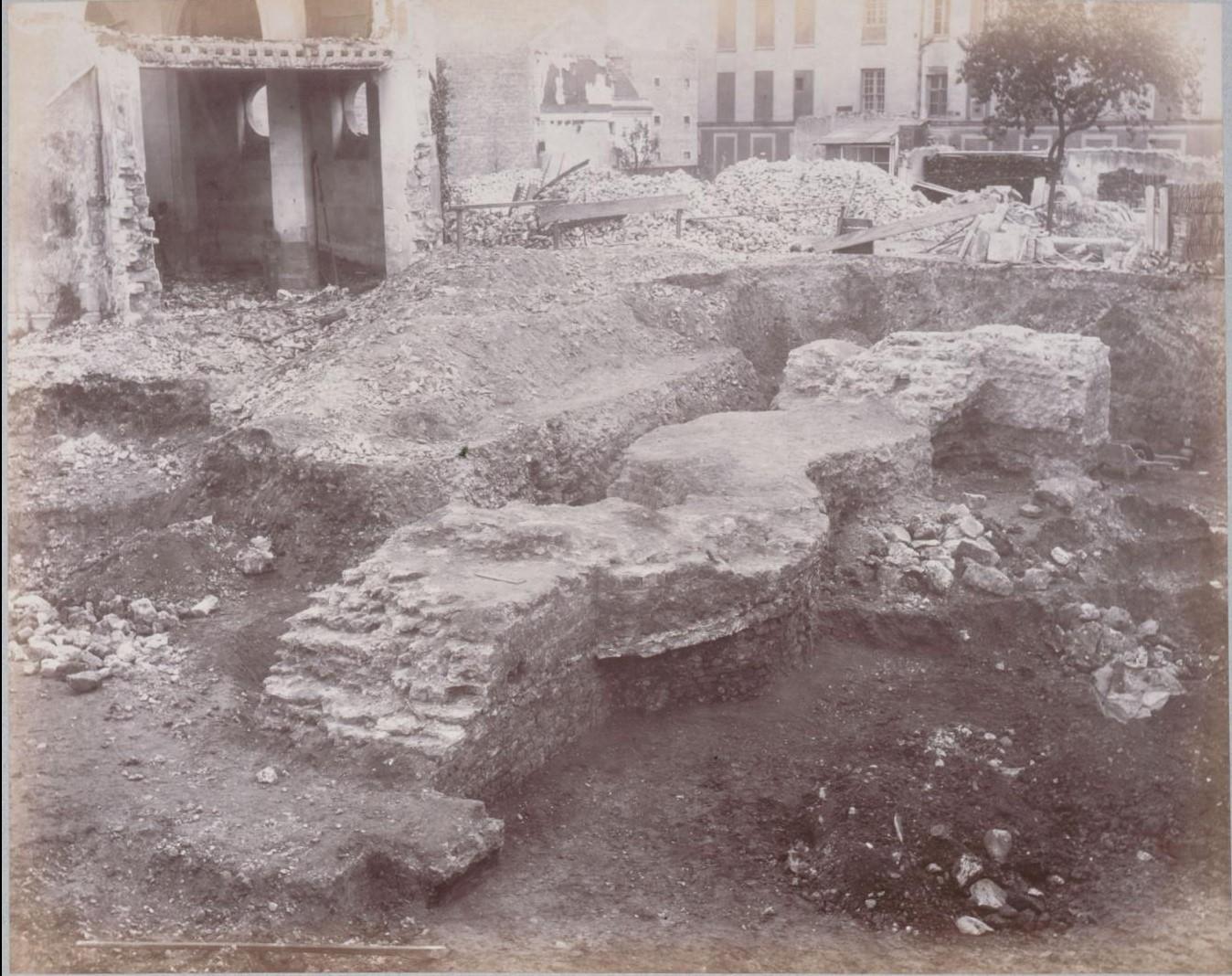 Рю де Аренас. Западная стена у южного входа на Рю де Наварра. 1883