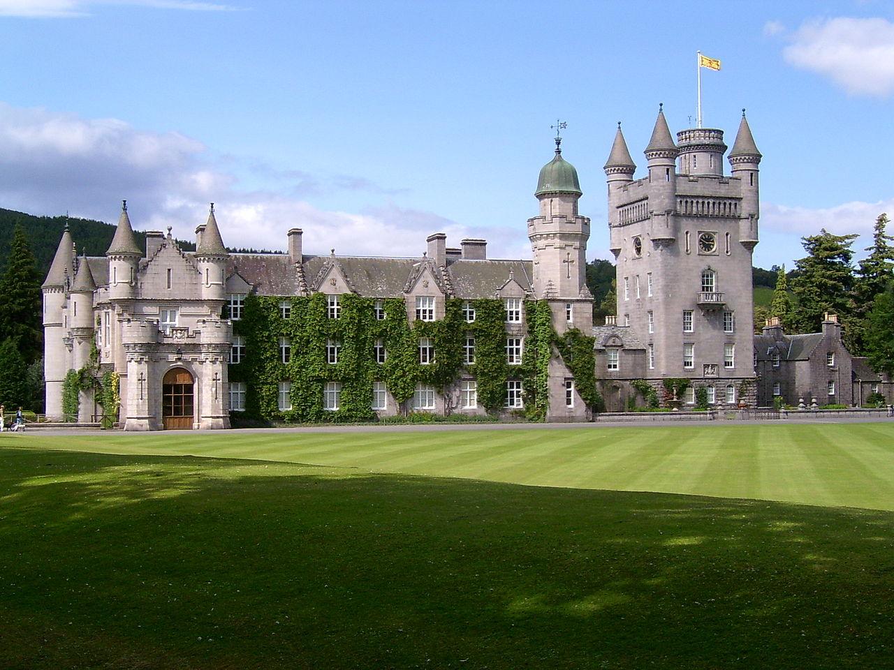 Замок Балморал в Шотландии. Balmoral Castle
