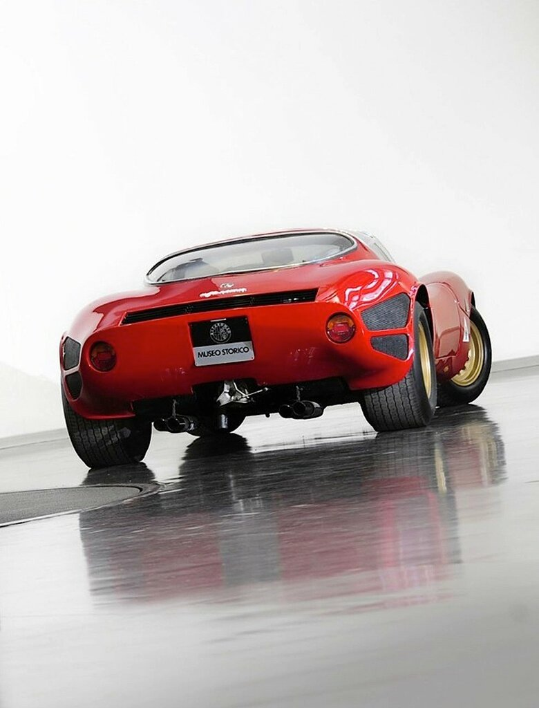 Alfa Romeo Tipo 33 Stradale '1967–69 3.jpg