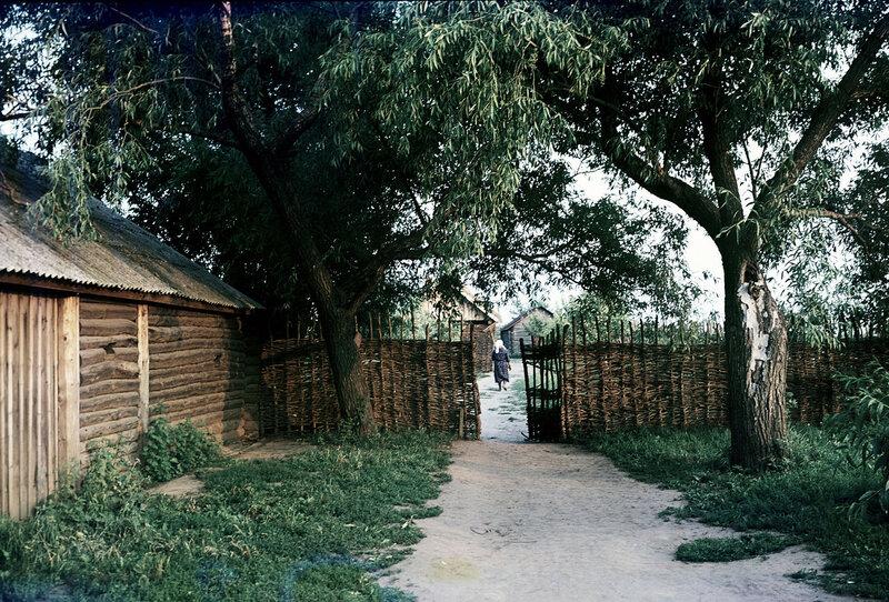 1975 Внутренний двор дома, в котором родился Сергей Есенин. Государственный музей-заповедник С.А. Есенина. Марк Редькин. РИА.jpg