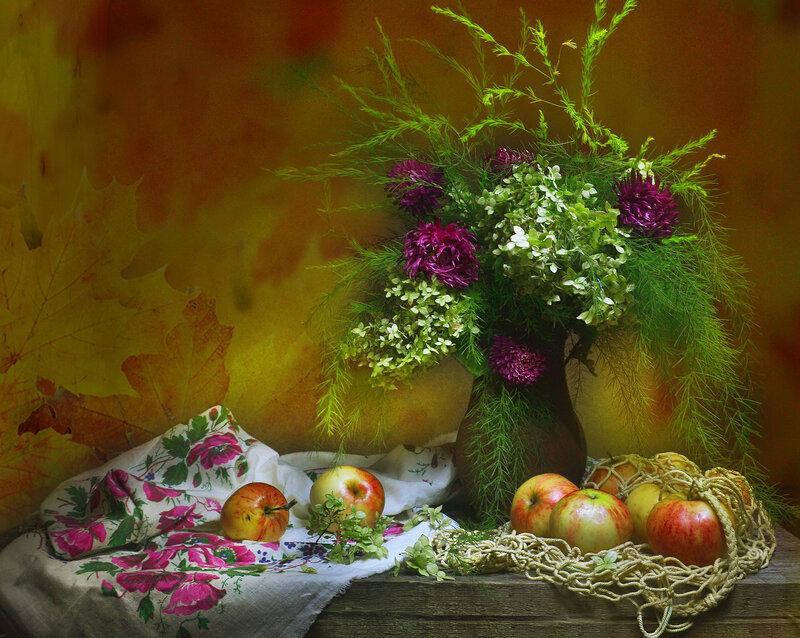Загадай нам, Осень, тихих дней и ясных...