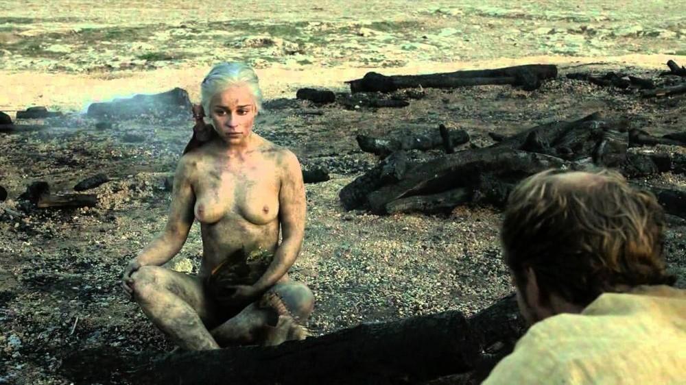 Сериалы, в которых чаще всего показывают обнаженную женскую грудь
