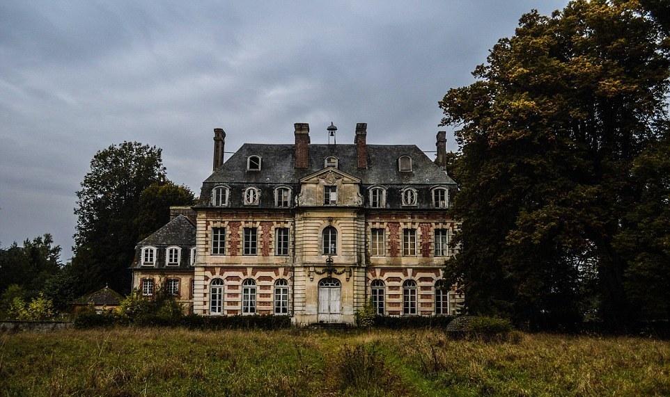 Заброшенный замок во Франции