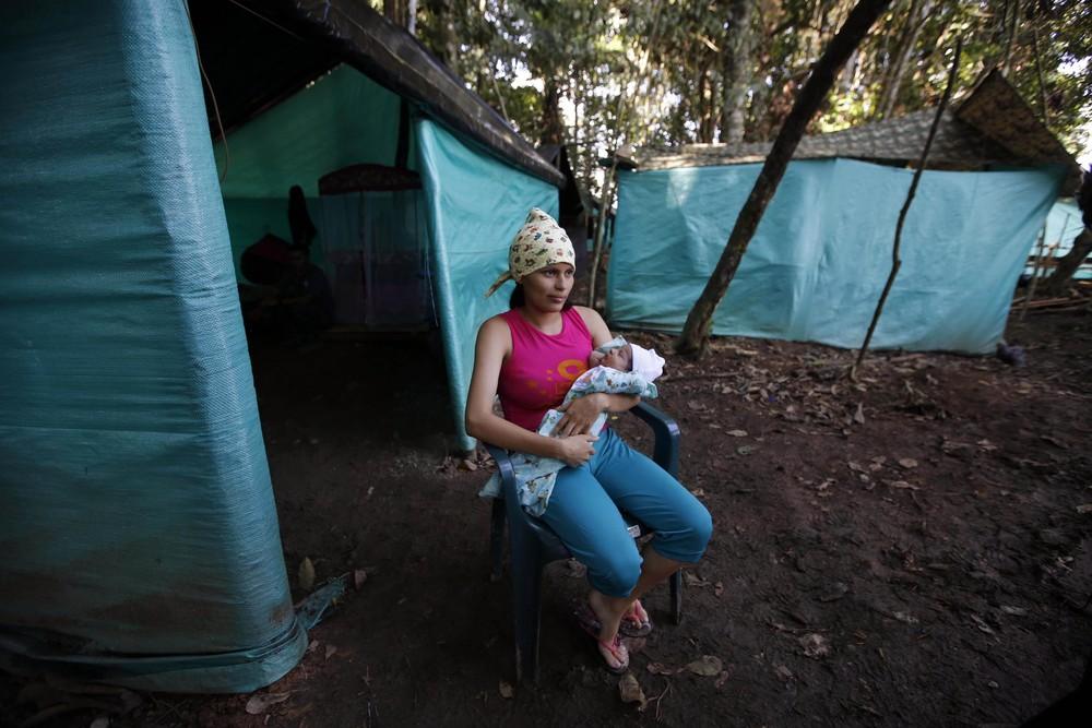 Колумбийские повстанцы меняют винтовки на погремушки