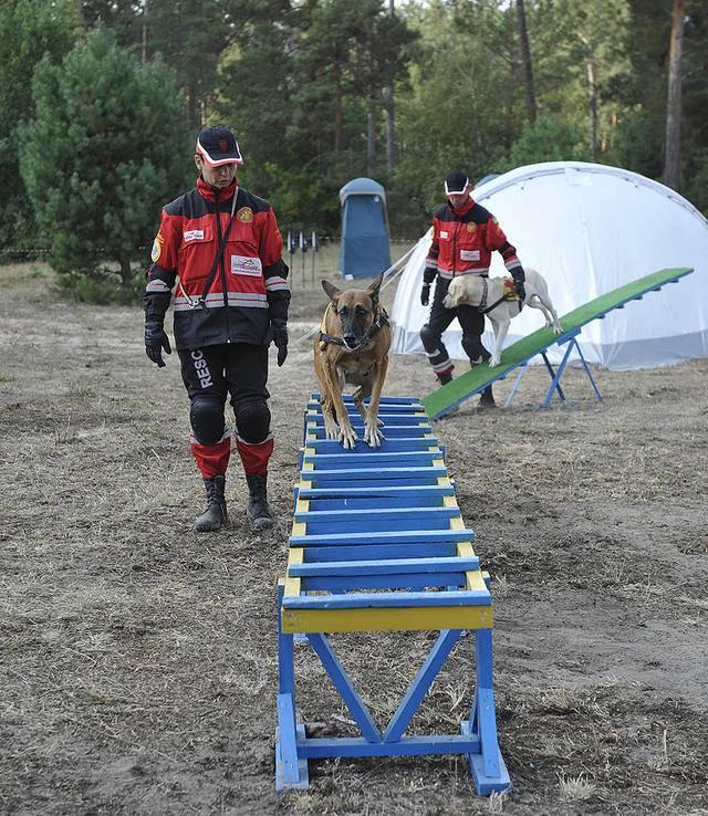 Спасатели ГСЧС продемонстрировали свои возможности Порошенко, Турчинову и Полтораку. ФОТОрепортаж