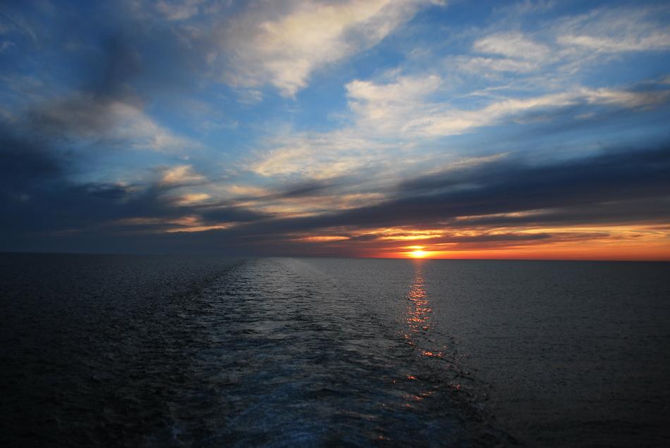 Но если углубиться в историю Каспийского моря, то можно узнать следующее. Образовалось оно из сущест