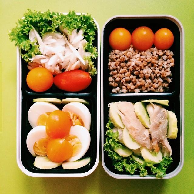 Что касается количества еды : ориентируйся на порцию от 200 до 350 грамм. Не забывай про воду, 8 ста
