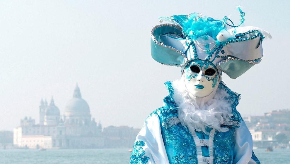 4. Парад на Гранд-канале в Венеции, 12 февраля 2017. (Фото Marco Bertorello):