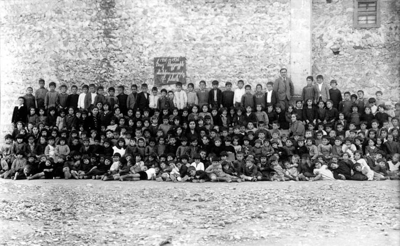 11. Армяне Загадкой остается происхождение армян. Версий множество. Некоторые ученые соотносят армян