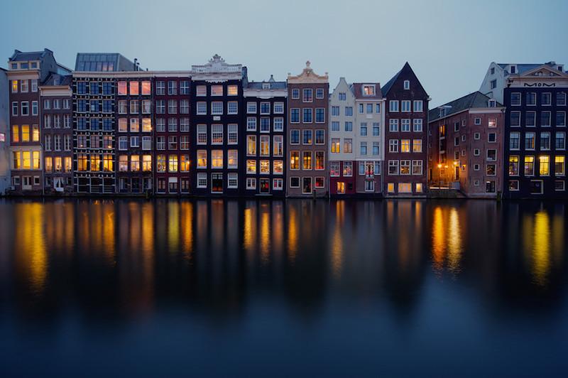 Двухчасовая поездка на поезде к северу от Брюсселя приведет вас в Амстердам. Голландская столица &nd