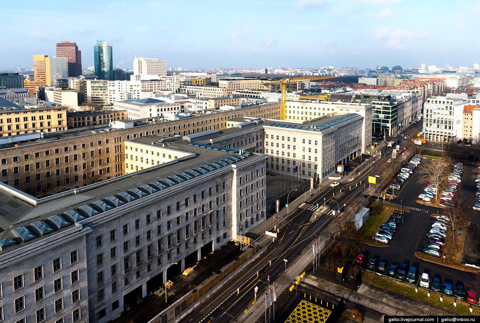 15. Митте (нем. «середина») — исторический район и административный округ в центре Берлина. Зде