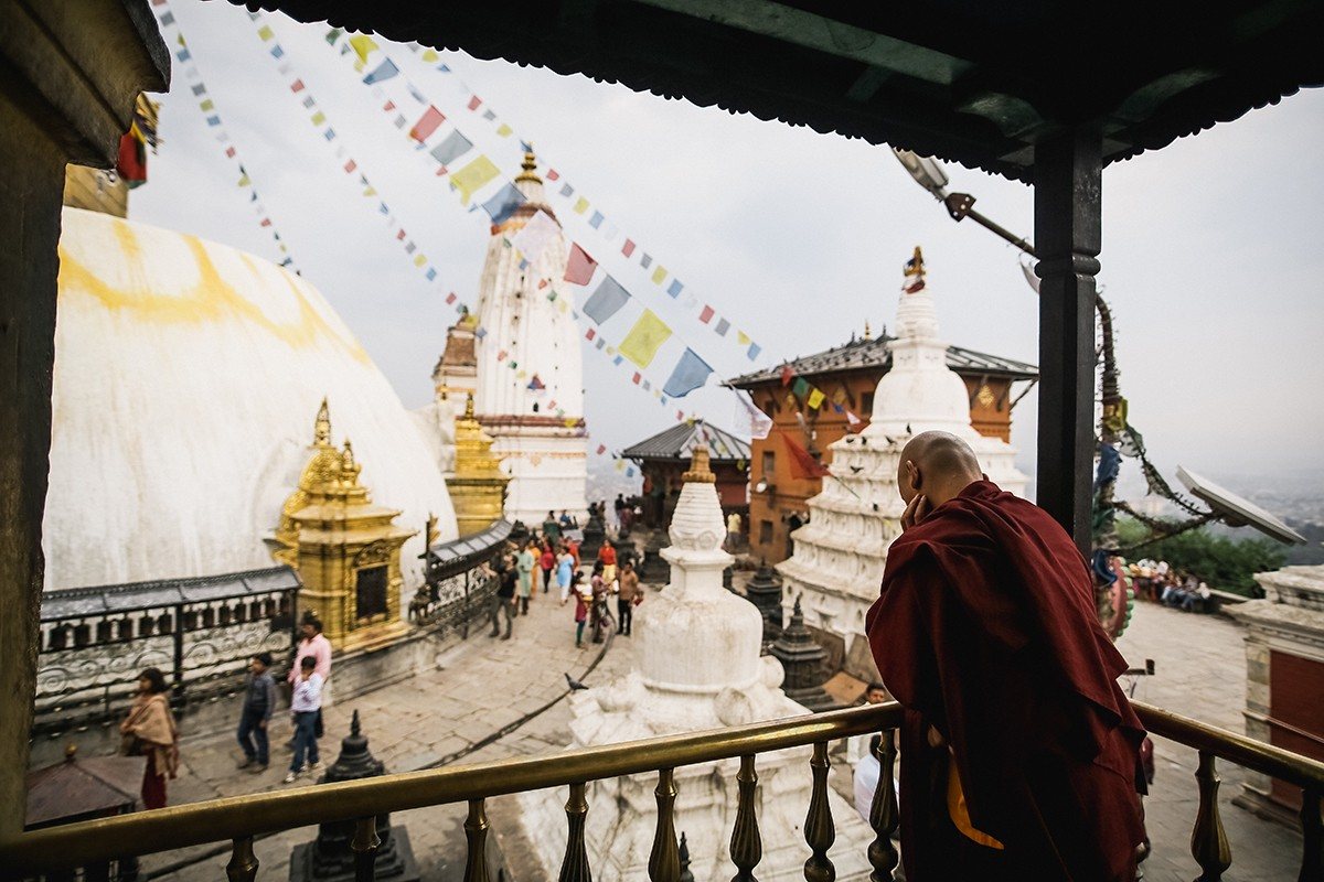 21. Возле Сваямбху можно посетить несколько монастырей, в которых исповедуется тибетский буддизм.