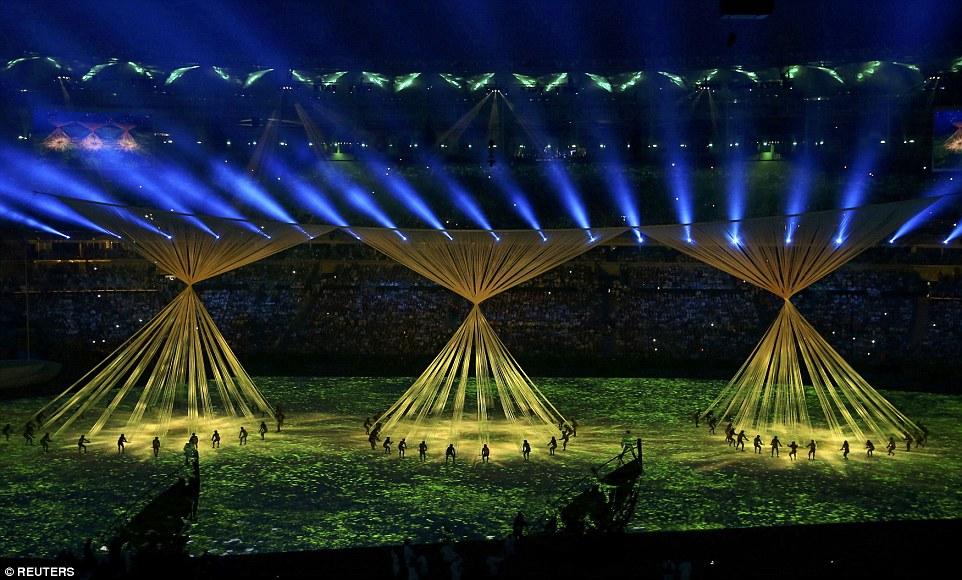 Большая часть средств была потрачена на причудливые световые проекции для шоу церемонии открытия.