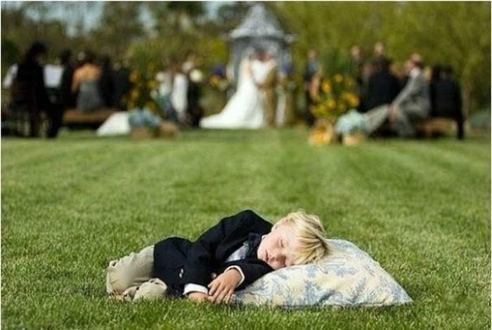 Надоели со своей свадьбой.