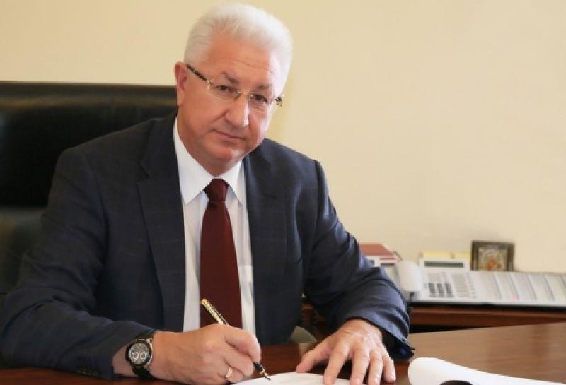 Вице-губернатор Астраханской области объявил оперестановках в руководстве сцелью сокращения расходов