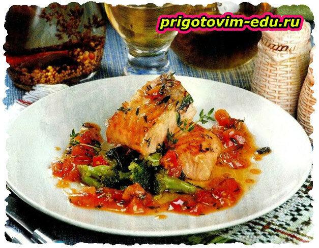 Семга с овощами в томатно-медовом соусе