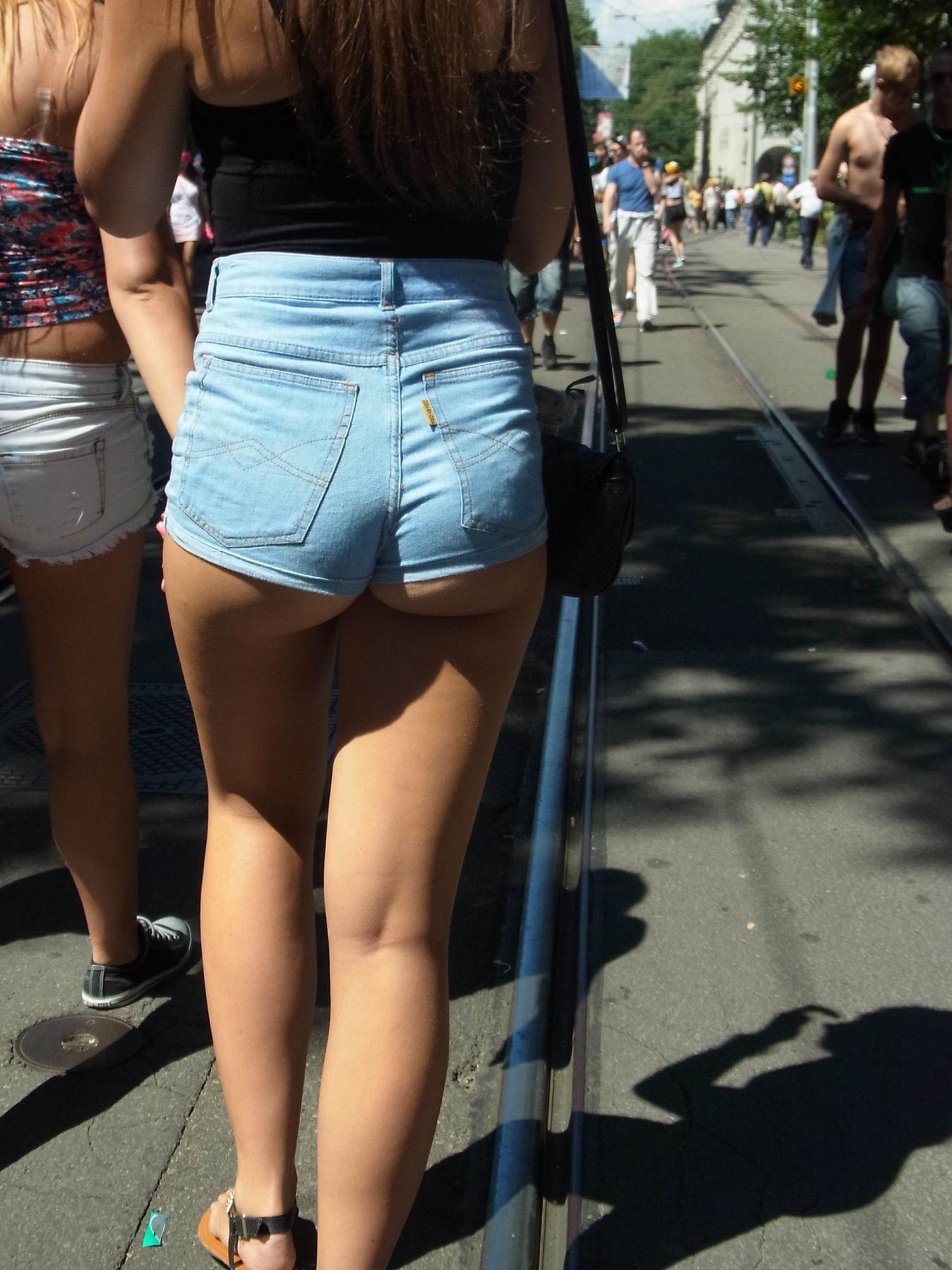 Девчонки на улице