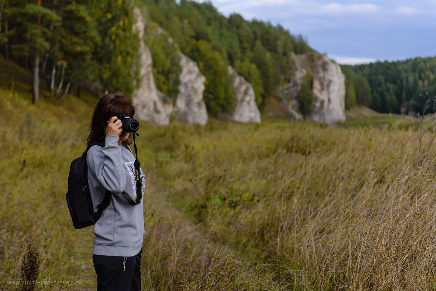 Фотография 15. Чем держать в руках сумку для фотоаппарата, освободите их для камеры. Тогда есть шанс, что самый лучший кадр не будет упущен.