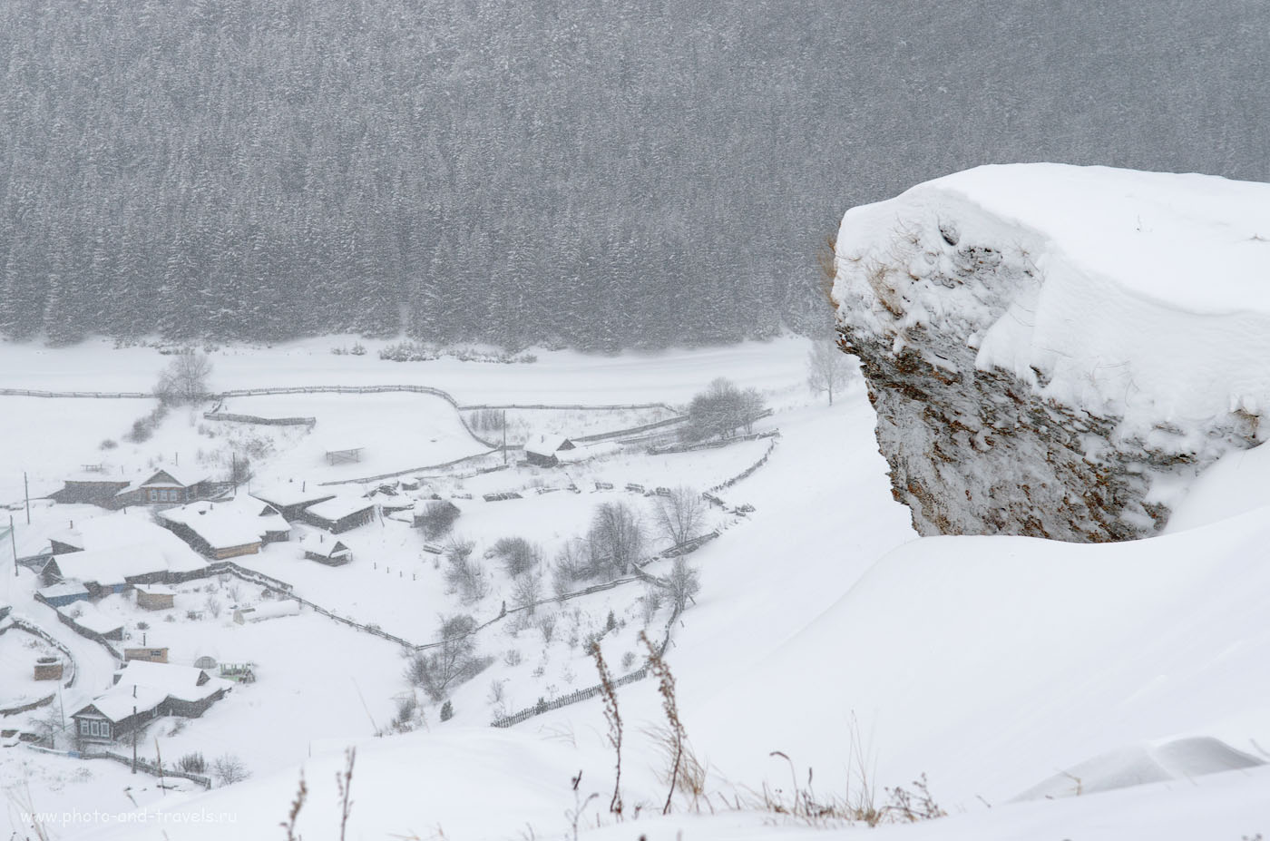Фотография 24. Вид с горы на околицу деревни Нижнеиргинское. Зима (настройки камеры Nikon D5100: 1/100 сек, 0 eV, приоритет диафрагмы, f/8, 52 мм, 160; объектив Nikon 17-55mm f/2.8G)