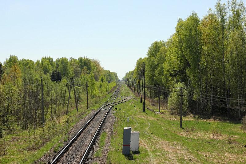 Станция Рождествено со светофора Н. Вид на станцию и Вязьму